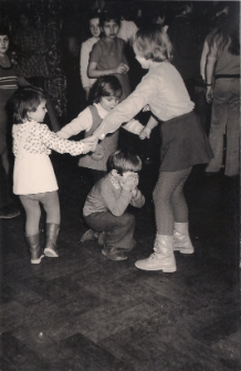 Zabawa noworoczna dla dzieci, Jawor 1974 r., zdjęcie 4