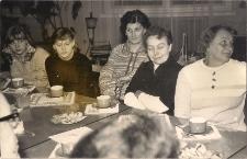 Spotkanie aktywu Koła Pprzyjacioł Biblioteki w Jaworze z okazji Święta Kobiet 1976 r., zdjęcie 2