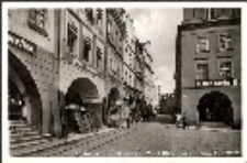Jelenia Góra - Plac Ratuszowy - podcienia kamieniczek - ul. M. Konopnickiej [Dokument ikonograficzny]