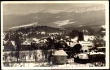 Szklarska Poręba Górna - widok ogólny na miasto na tle pasma Karkonoszy [Dokument ikonograficzny]