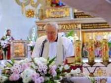 Kościół p.w. św. Jana Chrzciciela w Mysłowie - uroczyste odsłonięcie rzeźb [Dokument ikonograficzny]