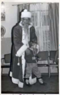 Impreza mikołajkowa w świetlicy Koła Gospodyń Wiejskich w Piekarach, 5.12.1990 r. (fot. 2) [Dokument ikonograficzny]