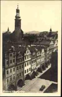 Jelenia Góra - widok z wieży ratuszowej przez rynek na kościół katolicki [Dokument ikonograficzny]