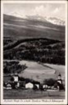 Sosnówka - widok kościołów: ewangelickiego i katolickiego na tle Śnieżnych Kotłów  [Dokument ikonograficzny]