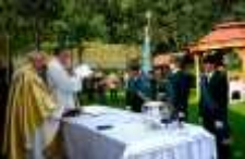 """Poświęcenie nowego sztandaru Koła Łowieckiego """"Darz Bór"""" z Jeleniej Góry [Dokument ikonograficzny]"""