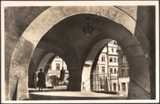 Jelenia Góra : podcienia w rynku [Dokument ikonograficzny]