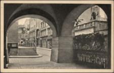 Jelenia Góra - Plac Ratuszowy - podcienia z widokiem na ul. Konopnicką [Dokument ikonograficzny]
