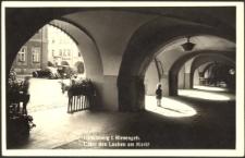 Hirschberg i. Riesengeb. Unter den Lauben am Markt [Dokument ikonograficzny]