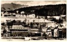Karpacz Górny - widok na miasto, na pierwszym planie budynki hotelu i pensjonatów, w tle na grzbiecie gór widoczne nieistnijące schr. Księcia Henryka Pobożnego [Dokument ikonograficzny]