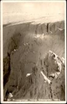 Karkonosze - widok na Wielki Śnieżny Kocioł w scenerii zimowej [Dokument ikonograficzny]