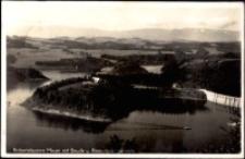 Pilchowice - zapora na Bobrze widok na sztuczne jezioro, schronisko, a w tle na pasmo Karkonoszy [Dokument ikonograficzny]