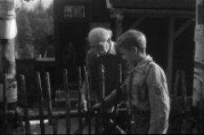 [Wlastimil Hofman i harcerz - Szklarska Poręba] [Dokument ikonograficzny]