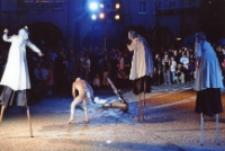 """[25. MFTU 2007 Jelenia Góra - Teatr InZhest """"X-Tradition""""] (fot. 4) [Dokument ikonograficzny]"""