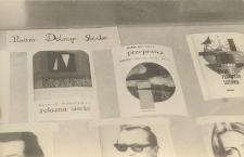 Fragment wystawy biblioteki publicznej w Obornikach Śląskich na kiermaszu książek, 1980 r. [Dokument ikonograficzny]
