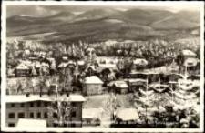Szklarska Poręba Górna - Marysin - widok na miasto zimą, na tle Karkonoszy [Dokument ikonograficzny]