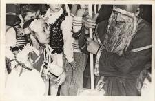 Choinkowa zabawa noworoczna dla dzieci pracowników Zakładów Energetycznych i Obornickiego Ośrodka Kultury : fotografie uczestników, 22.01.1978 r. [Dokument ikonograficzny]