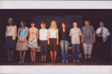Mamo, nasza Mamo : spektakl dla młodzieży i Mam w wykonaniu gimnazjalistów z okazji Dnia Matki, 25.05.2007 r. (fot. 3) [Dokument ikonograficzny]