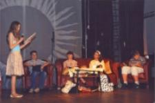 Mamo, nasza Mamo : spektakl dla młodzieży i Mam w wykonaniu gimnazjalistów z okazji Dnia Matki, 25.05.2007 r. (fot. 5) [Dokument ikonograficzny]