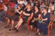 Mamo, nasza Mamo : spektakl dla młodzieży i Mam w wykonaniu gimnazjalistów z okazji Dnia Matki, 25.05.2007 r. (fot. 8) [Dokument ikonograficzny]