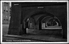 Jelenia Góra - Plac Ratuszowy - podcienia [Dokument ikonograficzny]